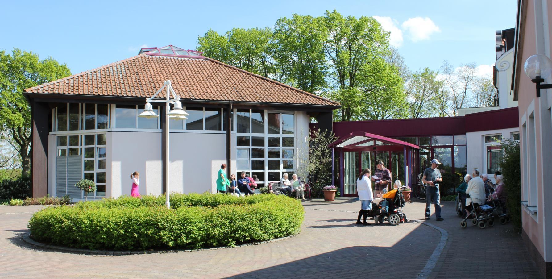"""Eingang christliches Altenheim """"Elim""""und Gemeindesaal"""